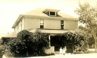 I Catob House 4 Gertrude & Helene (abt 1923)