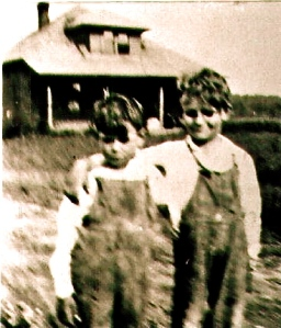 Heinz, Lyle & Les abt1929 their house in background
